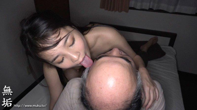 杉浦ボッ樹のハゲ頭を舐める枢木あおい