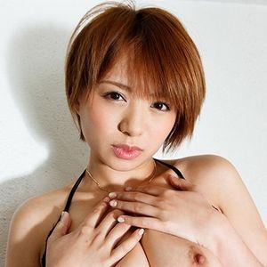 ショートカットAV女優・星美りか