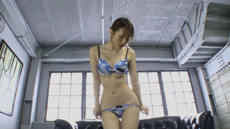 ウエストのくびれが美しいAV女優・伊藤舞雪